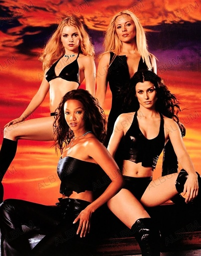 COYOTE UGLY (2000), directed by DAVID MCNALLY. TYRA BANKS; MARIA BELLO; BRIDGET MOYNAHAN; IZABELLA MIKO.