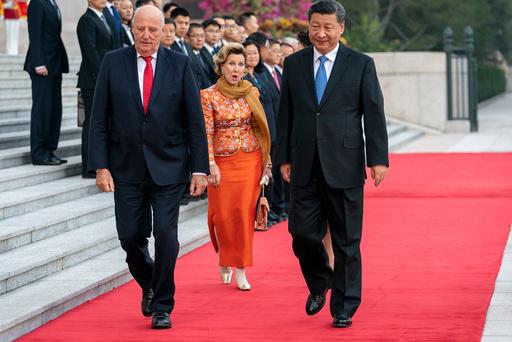 Kongeparet på offisielt statsbesøk i Kina