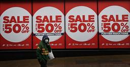 Den økonomiske nedturen i kjølvannet av pandemien har ført til færre arbeidsplasser i Storbritannia. Det har igjen ført til at mange utenlandsfødte arbeidere har forlatt landet. Foto: Kirsty Wigglesworth / AP / NTB