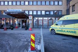Ringerike sykehus bekrefter mandag at det fredag døde en person med covid-19 på sykehuset. Det er det sjette dødsfallet på Ringerike sykehus. Foto: Ole Gunnar Onsøien / NTB