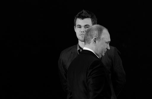Russisk president Vladimir Putin og Magnus Carlsen under medaljesermonien.