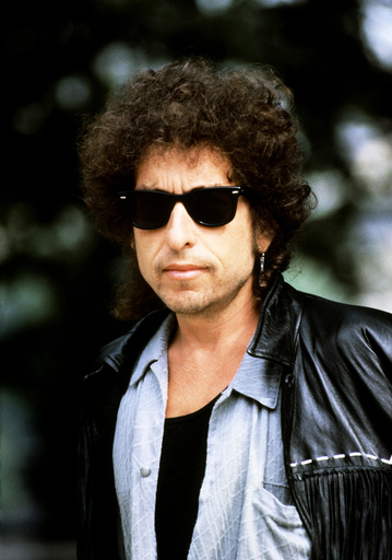 Bob Dylan to give royalties to crisis charity