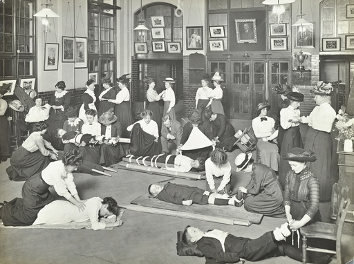 Practical first aid class for women, Blackheath Road Evening Institute, 1914. Artist: Unknown.
