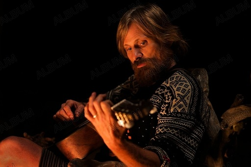 CAPTAIN FANTASTIC (2016), directed by MATT ROSS. VIGGO MORTENSEN.