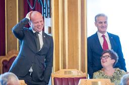 Trygve Slagsvold Vedum i Senterpartiet og Jonas Gahr Støre i Arbeiderpartiet er enig om mye, men ikke om SV skal med i en eventuell ny regjering etter valget.  Foto: Terje Pedersen / NTB