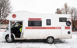 En mobil teststasjon fotografert i bydel Stovner nylig. Foto: Berit Roald / NTB
