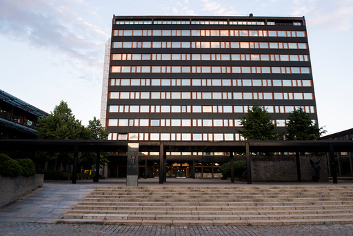 Universitetet i Oslo på Blindern. Knappe én uke før studiestart står over 12.000 studenter uten bolig. Det er 5.000 færre enn i fjor, både på grunn av koronasituasjonen og flere boliger, mener NSO. Foto: Jon Olav Nesvold / NTB scanpix