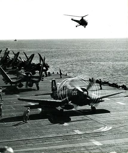 Koreakrieg/US-Kampfflugzeug startet von Flugzeugträger /Foto - Korean War, US fighter aircraft take off -