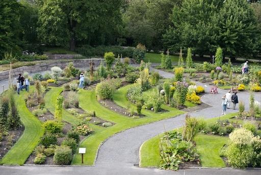 Den systematisk ordnete hagen gir besøkende anledning til å se alle de viktigste plantefamiliene på ett sted. Botanisk Hage, Tøyen, Oslo.