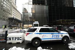 Slik skal det ikke lenger se ut utenfor Trump Tower midt på Manhattan. Foto: Mark Lennihan / AP / NTB