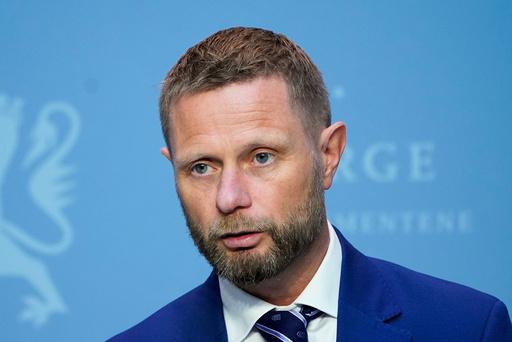 Helse- og omsorgsminister Bent Høie under regjeringens pressekonferanse om koronasituasjonen fredag. Foto: Lise Åserud / NTB scanpix