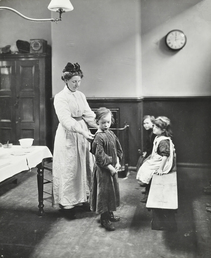 Nurse examining children before 'cleansing', Chaucer Cleansing Station, London, 1911. Artist: Unknown.