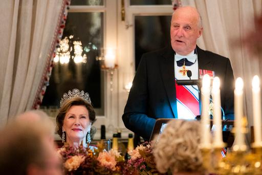 Kongeparet inviterer til stortingsmiddag på Slottet.