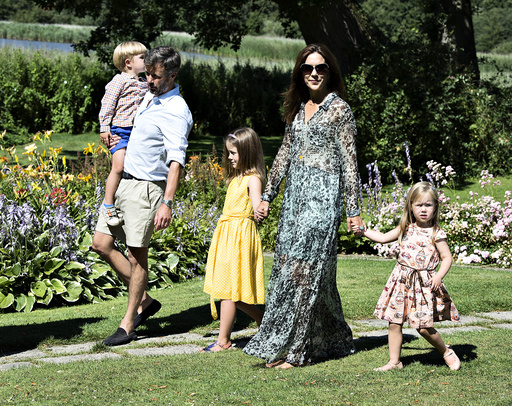 The royal family gathered at Graasten Castle is running for family photography, royal family, Crown Princess Mary, Prince Felix