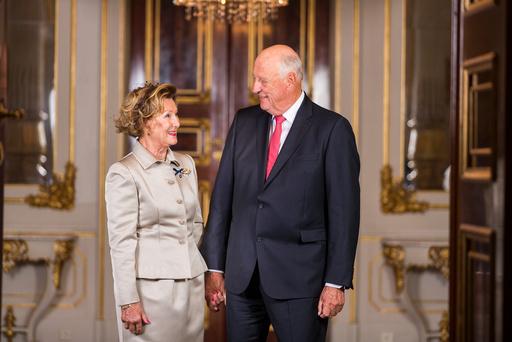 Kong Harald og dronning Sonja feirer gullbryllup.