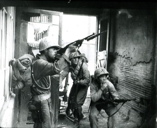Korea-Krieg / US-Soldat im Häuserkampf in Seoul /Foto 1950 - Korean War, Seoul, US marines / photo -
