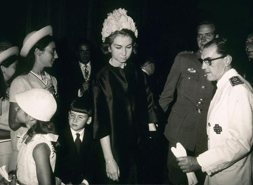 FOTOGRAFIA EN BLANCO Y NEGRO DE LOS PRINCIPES DE ESPAÑA - AÑOS 60.