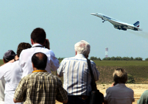 PLANE SPOTTERS WATCH THE LAST AIR FRANCE CONCORDE TAKING OFF FROM PARIS'S ROISSY AIRPORT