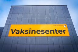 Alle voksne nordmenn vil ha fått tilbud om å ta vaksine mot covid-19 innen august er omme, anslår FHI. Foto: Ole Berg-Rusten / NTB
