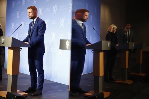 Justis- og beredskapsminister Monica Mæland og helse- og omsorgsminister Bent Høie er bekymret over smittesituasjonen. Høie sier de strenge tiltakene trolig fortsetter