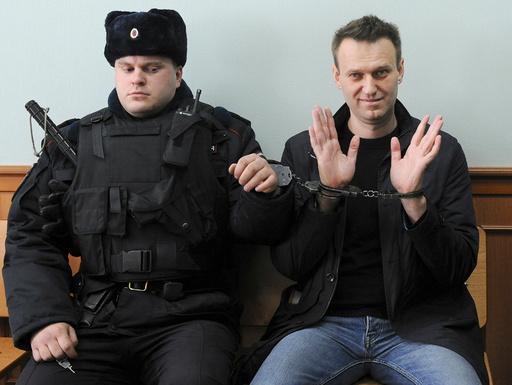 Den russiske opposisjonspolitikeren Aleksej Navalnyj ble onsdag utropt som vinner av årets Sakharov-pris, EU-parlamentets høyeste utmerkelse. Navalnyj får prisen for sitt arbeid for grunnleggende menneskerettigheter i hjemlandet. Foto: AP / NTB