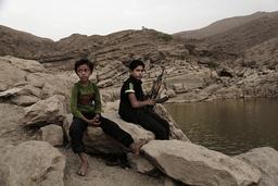En 17 år gammel gutt med et våpen i Maarib i Jemen. Kampene om byen og provinsen er nå svært intense. Bildet er fra 2018. Foto: Nariman El-Mofty / AP / NTB