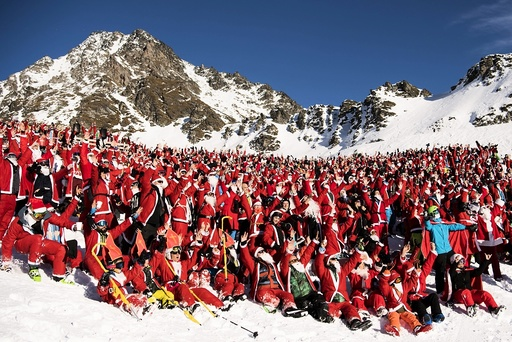'Santa Clauses' attend ski opening in Verbier