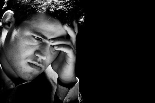 Magnus Carlsen (bildet) og Viswanathan Anand spiller det tiende partiet i sjakk-VM fredag.