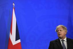 Boris Johnson vil finne en pille mot alvorlig koronasykdom, og en mot smitte. Foto: Toby Melville / AP / NTB