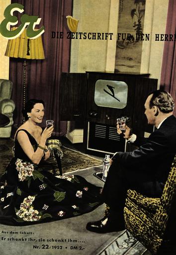 Ehepaar beim Fernsehen / Titels.1952 - Couple watching Television / 1952 -