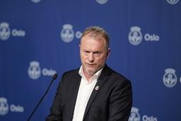 Byrådsleder i Oslo, Raymond Johansen (Ap) presenterer nye og strengere koronatiltak på en pressekonferanse i Oslo rådhus søndag ettermiddag. Foto: Fredrik Hagen / NTB