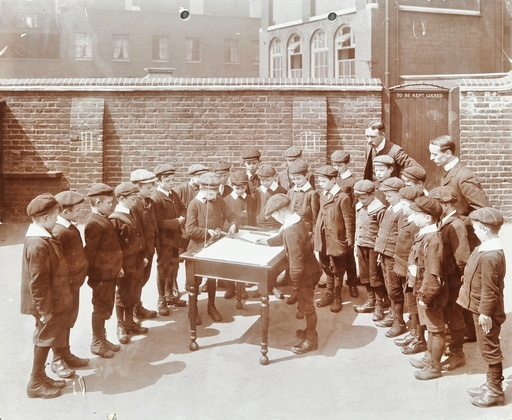 Geography lesson, Hague Street School, Bethnal Green, London, 1908. Artist: Unknown.