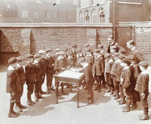 Geography lesson, Hague Street School, Bethnal Green, London, 1908. Artist: Unknown.