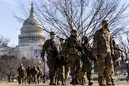 Nasjonalgarden holder vakt utenfor Kongressen i Washington D.C. etter stormingen av kongressbygningen forrige uke. Flere folk med bakgrunn fra politiet og militæret deltok i stormingen. Foto: Andrew Harnik / AP / NTB