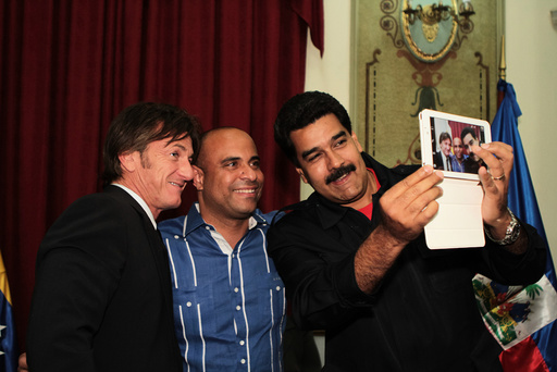 Venezuela's President Maduro takes a picture with actor Penn and Haiti's PM Lamothe as they visit him at Miraflores Palace in Caracas