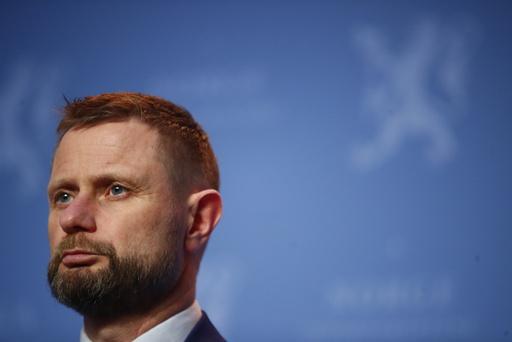 Helse- og omsorgsminister Bent Høie sier at faren for en ny smittebølge er stor. Foto: Terje Pedersen / NTB