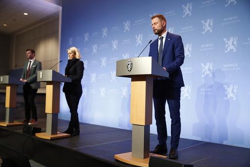 Helse- og omsorgsminister Bent Høie sier flere er positive til å ta koronavaksinen. Foto: Terje Pedersen / NTB