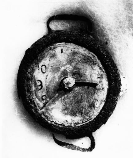 Atombombe/Hiroshima 1945/Armbanduhr,Foto - Atomic bomb/Hiroshima 1945/watch, photo - Bombe d'Hiroshima 1945 / Montre, Photo