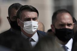 Brasils president Jair Bolsonaro vil ikke innføre noen nasjonal nedstengning i Brasil, tross oppfordringer fra helsepersonell og politiske motstandere. Landets helsemyndigheter registrerte tirsdag det høyeste antallet koronadødsfall på samme døgn siden pandemien brøt ut. Foto: Eraldo Peres / AP / NTB