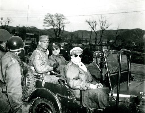 Oberbefehlshaber MacArthur u. Generäle im Koreakrieg 1951 - -