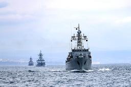 Russiske krigsskip under øvelsen i Svartehavet. Foto: Russian Defense Ministry Press Service via AP / NTB
