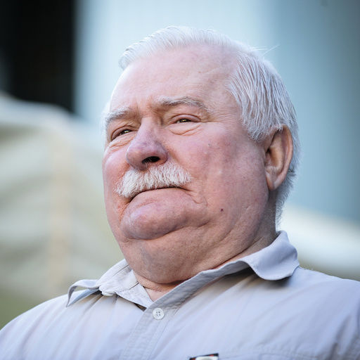 Former president Lech Walesa visits Supreme Court demonstrators
