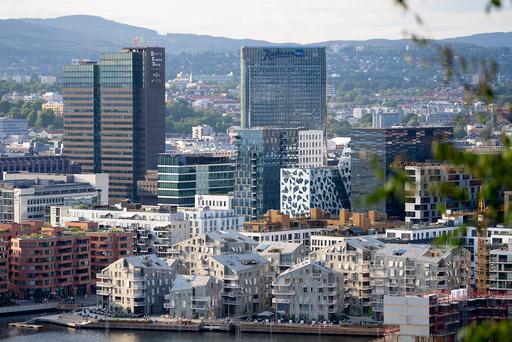Oslo 20210720.  Utsikt over Barcode i Oslo sentrum sett fra Ekebergrestauranten. Foto: Fredrik Hagen / NTB