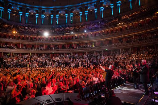 Fullt hus og stor stemning da Åge Aleksandersen og Sambandet sto på scenen i Royal Albert Hall fredag kveld.
