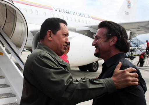 Venezuela's President Chavez talks with US actor and director Sean Penn in Cumana