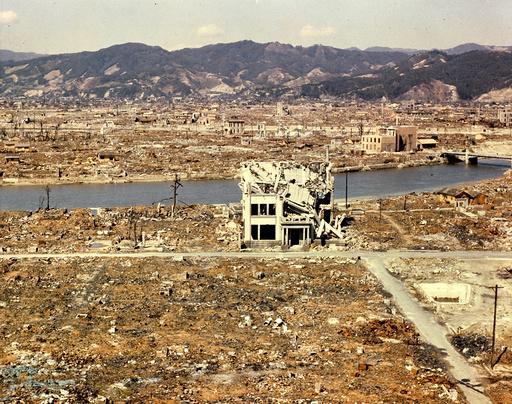 Blick auf Hiroshima / Foto, 1946. - Hiroshima after A-bomb / Photo, 1946. -
