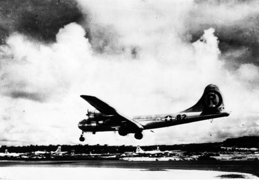 Hiroshima/ B-29 Bomber 'Enola Gay', Foto - Hiroshima/ B-29 Bomber 'Enola Gay'/Photo - Deuxième Guerre mondiale / Guerre du Pacifique, 1941-45 : ex