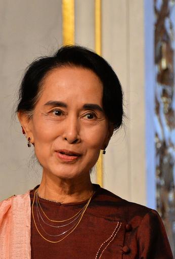 President Hollande Receives Aung San Suu Kyi - Paris