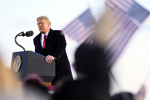 President Donald Trump er frifunnet i riksrettssaken der han var tiltalt for å ha oppildnet til opprør. Foto: Manuel Balce Ceneta / AP / NTB
