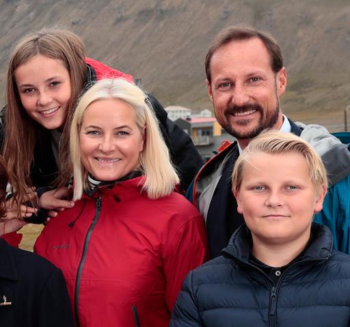 Kongefamilien besøker Svalbard.
